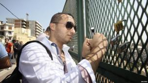A man locks a padlock onto the Telemly bridge in Algiers on 7 September 2013