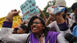 Protesters outside a court in New Delhi (13 September 2013)