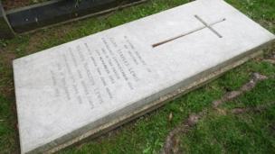 CS Lewis gravestone