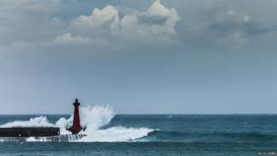 Large wave hits lighthouse. Photo Ho Yu Chieh