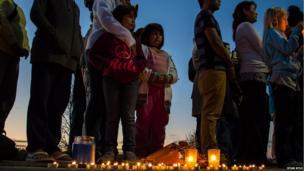 Citizens of Ottawa hold a vigil for crash victims. Photo: Ryan Kyle