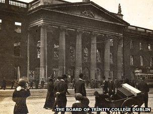 Easter Rising: Trinity College Dublin launches letters appeal - BBC News