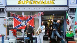 Elvis gig outside a Porthcawl store
