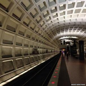 Federal Center SW Metro during rush hour on the first day of shutdown. Photo: Andre Bierzynski.