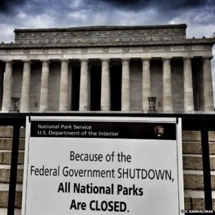 Closure sign. Photo: Vic Karmazinas.