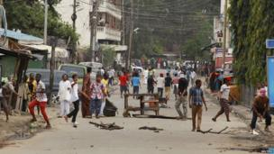Rioters throwing stones in Mombasa, Kenya - Friday 4 October 2013