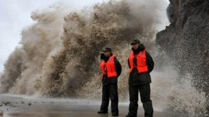 A huge wave hits the dike as Typhoon Fitow moves to make its landfall in Wenling, east China's Zhejiang province on 6 October 2013
