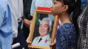 Mourners line Le Thanh Tong Street, in front of the Hanoi Opera House during General Vo Nguyen Giap's funeral procession. Photo: Anita and Stuart Dodds