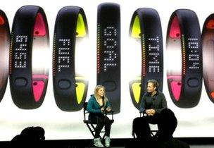 new style 9c8a5 32e72 Nike shows off Fuelband SE activity-tracking wristband - BBC ...