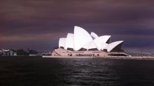 A heavy smoke sky behind Sydney Opera House. Photo: Jonathan Jones
