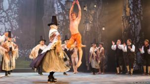Ballet Cymru and Dawnswyr Nantgarw perform a dancing duel together