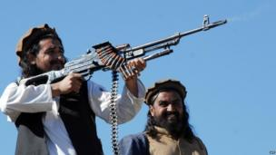 Hakimullah Mehsud fires a weapon