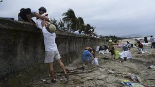 Residents in central Da Nang city, Vietnam, pack sandbags as they prepare for Typhoon Haiyan. 9 Nov 2013
