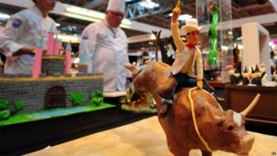 Cake in the shape of a rodeo rider