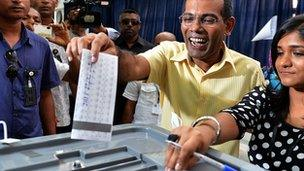 Maldivian former president and presidential candidate Mohamed Nasheed (2nd R) casts his vote at a local polling station in Male
