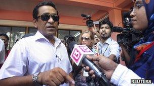 Progressive Party of Maldives (PPM) presidential candidate Abdulla Yameen (L) speaks to the media in Male
