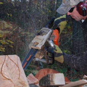 Tommy Craggs wood carving with chainsaw