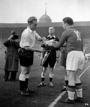 Captains Billy Wright and Ferenc Puskas