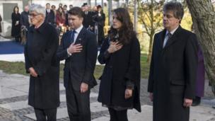 (Left to right) Professor Tony Badger of the Kennedy Memorial Trust, US Ambassador Matthew Barzun, Kennedy's granddaughter Tatiana Schlossberg and Lord Hill, leader of the House of Lords at ceremony