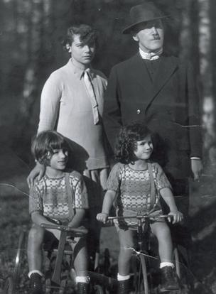 Julia, Alfred, Michael and Judith Kerr c1926