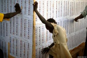 Malians check voter listings as polling stations come to a close