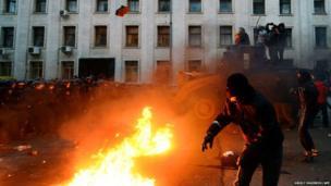 Pro-European Ukrainian demonstrators clash with police