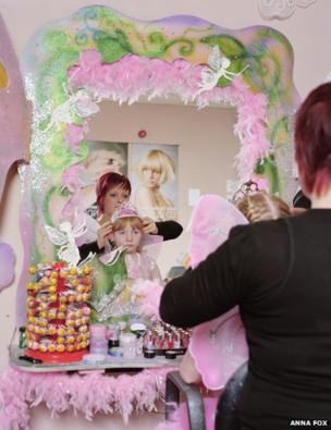Hair and make-up shop, 2010
