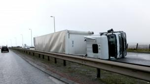 Lorry overturned on the A725