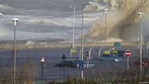 New Brighton Beach hit with waves