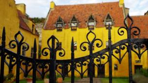 Speaking of Culross, John Hughes of Motherwell took this photo on a recent visit to Culross Palace. He says he liked the contrast made by the gates against the background of the palace buildings.