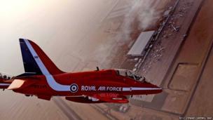 Red Arrows performing in Dubai