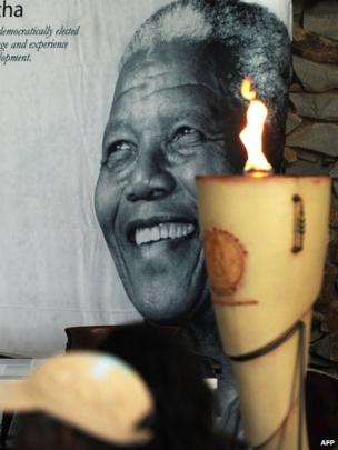 A lighting of the flame ceremony at the Nelson Mandela Museum in Qunu, near the former South African president's home village (7 Dec 2013)