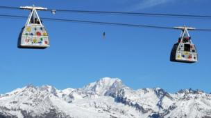 Julien Millot performs on the Paradaski cable way