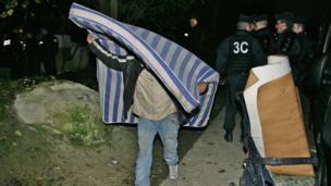 Police raid on Roma camp. 4 December, courtesy Collectif Rom du Val Maubuee