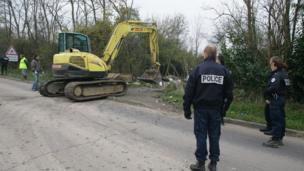 Police raid on Roma camp. 4 December 2013, courtesy Collectif Rom du Val Maubuee