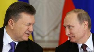 Ukrainian President Viktor Yanukovych (left) gives a wink to his Russian counterpart Vladimir Putin