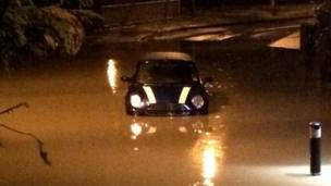 Mini in flood