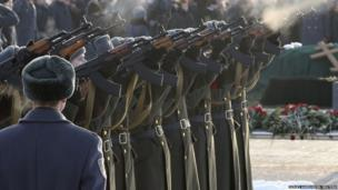 A guard of honour fires a gun salute during the funeral of Mikhail Kalashnikov, in Mytischi outside Moscow (December 27, 2013)