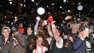 Flavoured snow falls on crowds at London's new year firework display