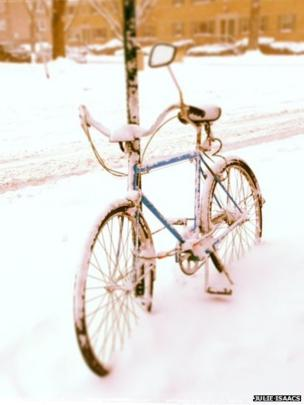 Bicycle in the snow in Oak Park, Illinois. Photo: Julie Isaacs