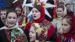 Children dressed in traditional costume sing carols in central Kiev January 7, 2014