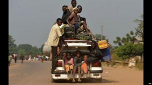People packed in to a car flee Bangui's PK Nine district, CAR - Sunday 5 December 2014
