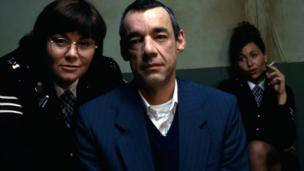 Dawn French as Wendy Hodge and Roger Lloyd Pack as Frank Foster in Murder Most Horrid
