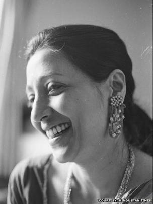 Suchitra Sen: Iconic Indian Bengali actress dies - BBC News
