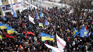 Protesters outside the regional administration headquarters in Vinnytsia, south-west of Kiev (25 Jan)