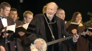 Pete Seeger performing 'When the Saints Go Marching In during commencement ceremonies for the College of St Rose, in Albany, New York in 2003