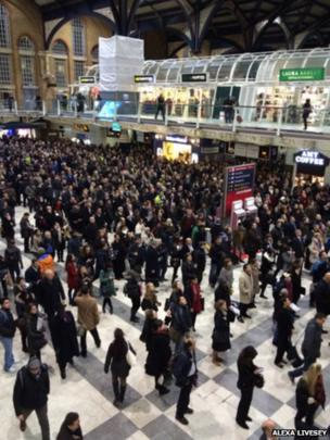 Hundreds of commuters at Liverpool Street station. Photo: Alexa Livesey