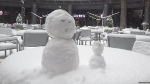 Two snowmen stand outside a bar in Tokyo, Japan. Photo: Susie Hardie