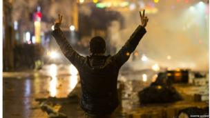 Protester raises his hand in the peace sign in Istanbul, Turkey. Photo: Huseyin Aldemir