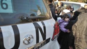 Civilians fleeing Homs 9 Feb 2014